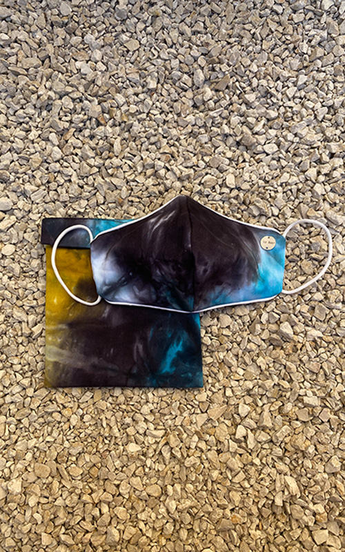 Black tie dye mask y colgador
